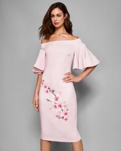 Vestido rosa suave con estampado modelo Calinda
